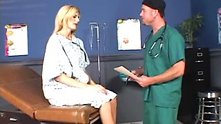 Horny doctor eats the sizzling cunt of sexy Darryl Hanah