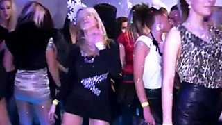 Dirty chicks plays with  horny dudes on the dance floor