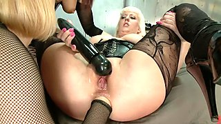 Anal Frenzy: Butt Fisting Cherry Torn and Syren de Mer