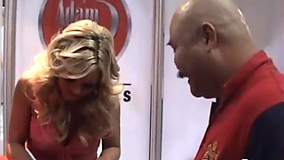 Magnetic blonde Bree Olson loves meeting fans and signing autographs
