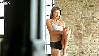 Sport babe Maria is horny but alone in the dancing studio