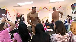 Stripper is making the concupiscent chicks wild