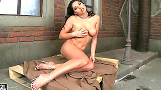 Kinky jade Zafira fingers herself groaning loud