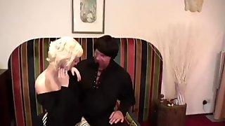 Blondje spuit in astroshow