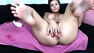 pretty french cam-slut toying her pussy