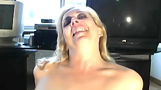 Mature woman Anya wants sex